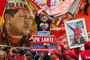 SEGUIDORES DE CHÁVEZ SE CONCENTRAN EN EL CENTRO DE CARACAS