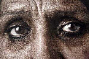 PHE13: Exposición Shirin Neshat Escrito sobre el cuerpo