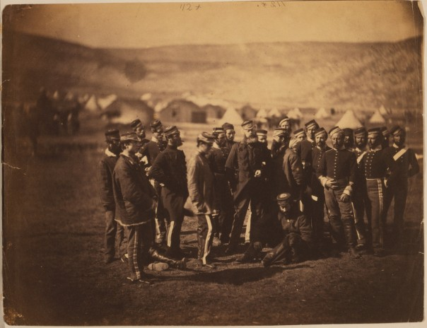 Colonel Doherty, officers & men of the 13th Light Dragoons (supervivientes de la carga de la Brigada Ligera) (http://loc.gov/pictures/resource/cph.3g09230/)